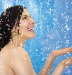 Gel douche marine - Photo femme sous la douche ...